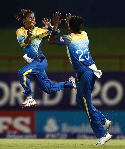Sri Lanka's Nilakshi de Silva sharing her jubilation with Yashoda Mendis after taking a catch